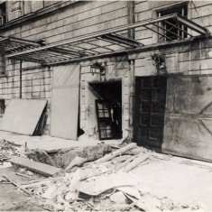Damage to the side door of the Strand Theatre as a result of a Zeppelin night raid on 13th October 1915. | City of Westminster Archive Centre