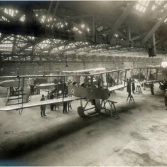 Completed DH9 bombers in the main erection shop at the Alliance Aeroplane Company Ltd, Cambridge Grove. | Hammersmith and Fulham Archives