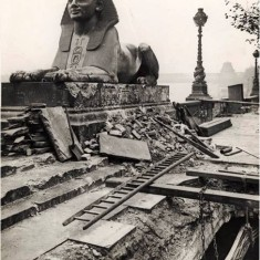 Damage to the Sphinx and Victoria Embankment, as a result of an aeroplane night raid on 18th December 1917. | City of Westminster Archive Centre