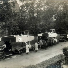 DH9 bombers on trucks outside the factory ready for delivery outside the Alliance Aeroplane Company Ltd, Cambridge Grove. | Hammersmith and Fulham Archives