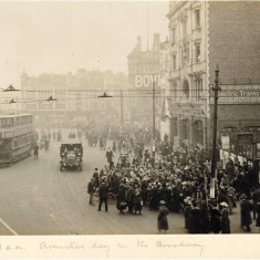 Hammersmith Broadway at 11am on Armistice Day, 11th November 1918. | Hammersmith and Fulham Archives