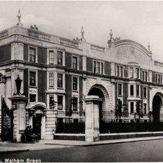 Exterior view of the Sir Oswald Stoll Mansions, Fulham Road, c1925. | Hammersmith and Fulham Archives