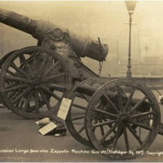 Captured guns on display in Trafalgar Square in November 1917. | City of Westminster Archive Centre